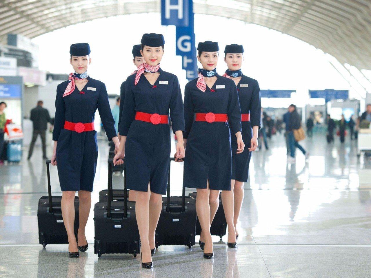 стюардессы разных авиакомпаний фото хештеги помогают разделить